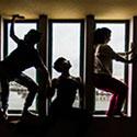 Ver Danza al borde<br/>ESPACIO DE LOS VENTANALES en el Teatro de la Ribera
